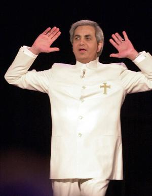 Benny Hinn, Biography, Quotes, Beliefs and Facts